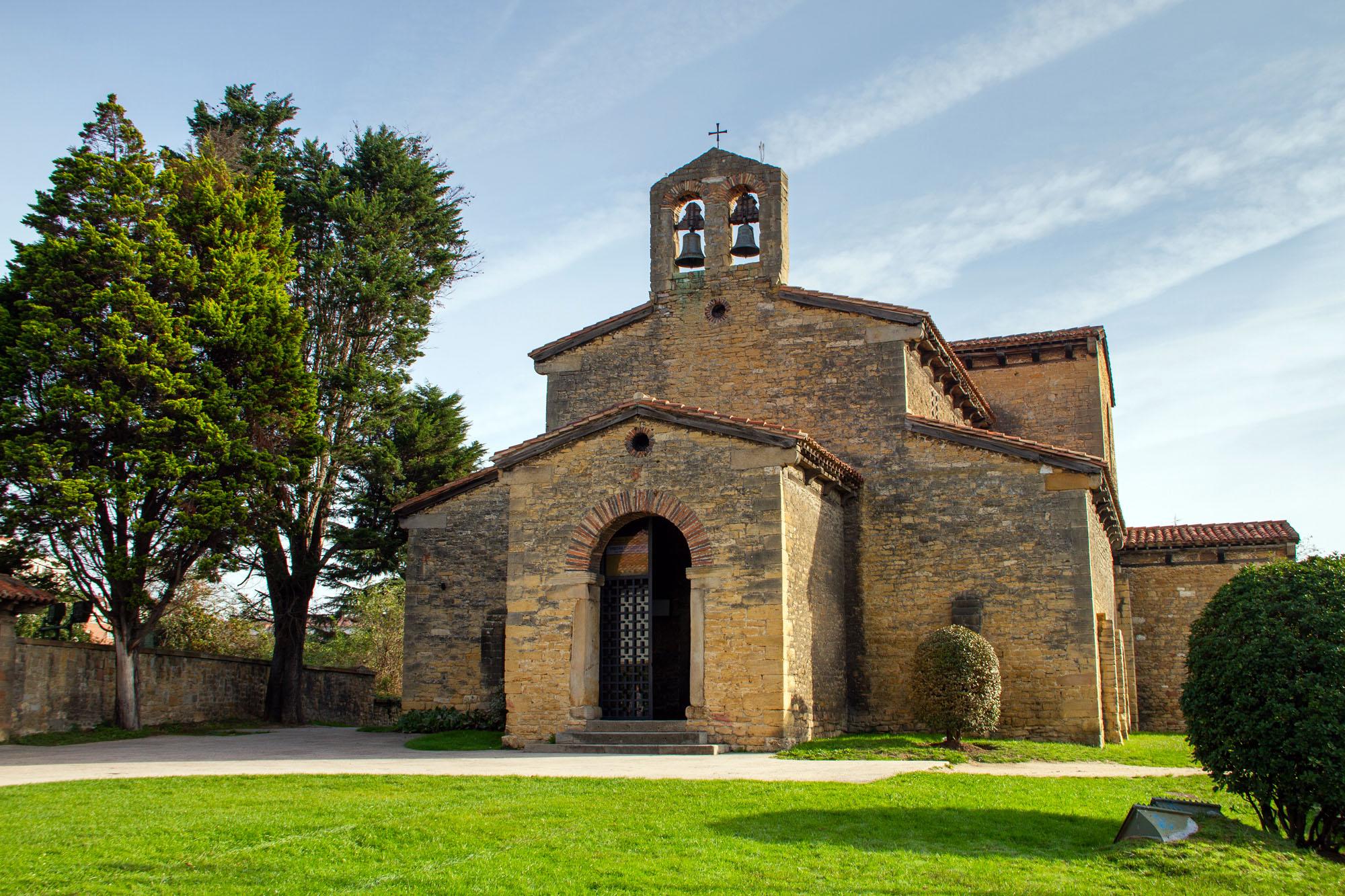 El Santullano - Iglesia de San Julián de los Prados