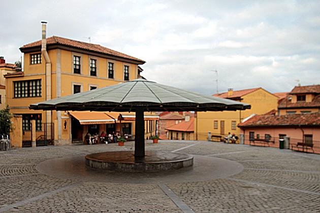 Plaza del Paraguas – The Umbrella Plaza